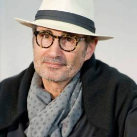 L'écrivain suisse Mark Zellweger, auteur de thrillers lors du 31e salon du livre et de la presse le 28 avril 2017 à Genève, Suisse. (Photo by Jean-Marc ZAORSKI/Gamma-Rapho via Getty Images)
